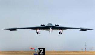 B-2_Landing_after_bomb_run_over_Libya
