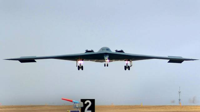 B-2_Landing_after_bomb_run_over_Libya
