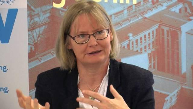 "Christine Hoffmann, Sprecherin ""Aktion Aufschrei - Stoppt den Waffenhandel!"""
