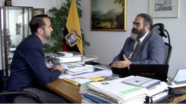 Ecuadors Botschafter Jorge Jurado (re.) und Weltnetz.tv-Redakteur Harald Neuber