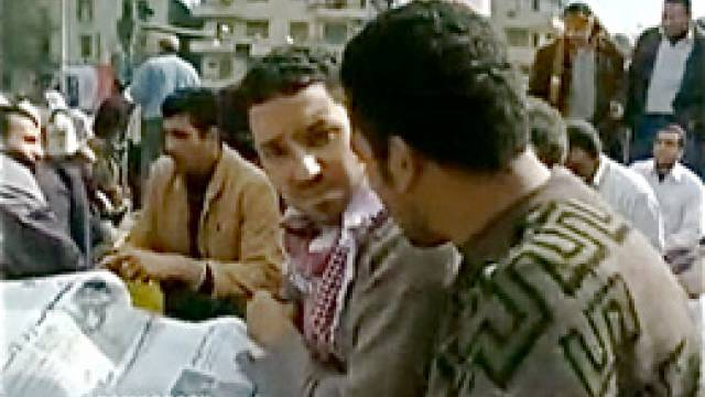 Democracy Now!-Korrespondent Sharif Abdel Kouddous auf dem Tahrir-Platz in Kairo