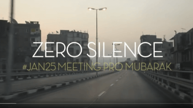 """Filmemacher des """"Zero Silence""""-Projektes sprechen mit einer Aktivistin auf dem Tahrir-Platz"""