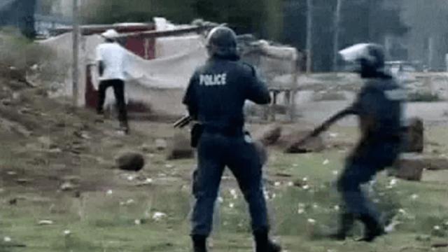 Südafrika: Polizei geht weiter gegen streikende Minenarbeiter vor