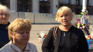 Mütter protestieren gegen mangelnde Untersuchung des Massakers von Odessa